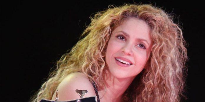 Shakira retira de su gira polémico collar