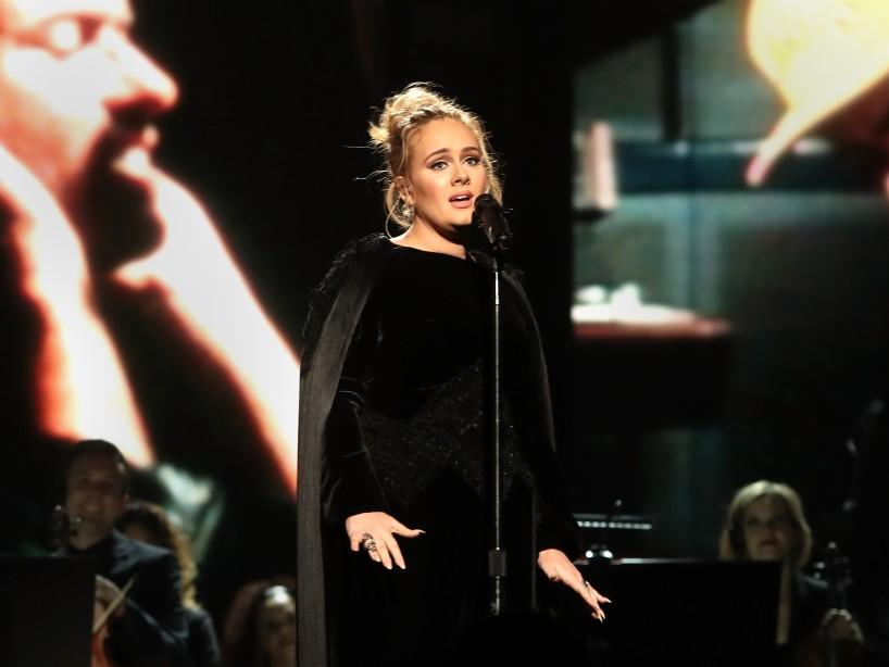 Tras perder peso, Adele impacta con una foto en la que luce casi irreconcible